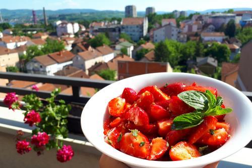 Voćna salata od jagoda sa medom